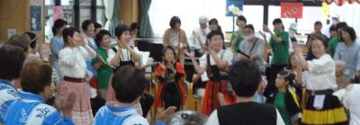 喫茶やフォークダンス、カラオケ、ヨガ、書道教室など地域の方の活動の場にもなっています。