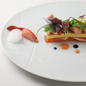 本場・フランスの星付きレストランで修行したシェフを迎え、伝統と現代フレンチの融合を目指します。