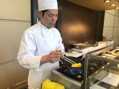 神戸ベイシェラトン内のビュッフェレストランで、お客様を魅了する演出を楽しみながらスキルを磨けます。