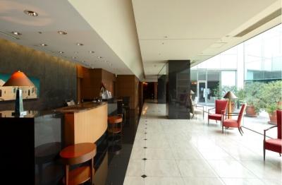 小田急線「新百合ヶ丘駅」すぐの便利な立地にあるホテル。