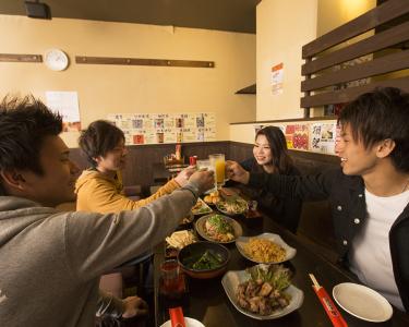 お客さまの笑顔が集まる焼き鳥屋『ぢどり亭』でバイトデビューしよう♪