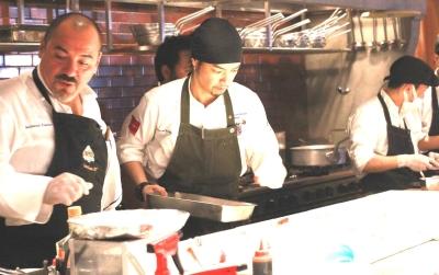 サルヴァトーレ・クオモ率いるキッチンスタッフの仲間入りをして、本格的なイタリアンを学びませんか?