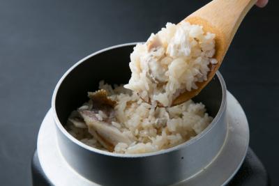 旬な食材を使用した釜飯のほか、こだわりの素材を扱ったおばんざいの調理スキルが身につきます。