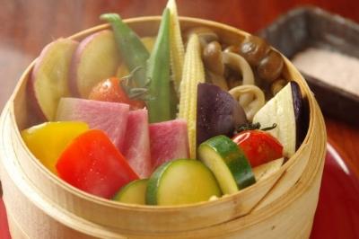 せいろ蒸しのお野菜は、選び放題&盛り放題。お好きなお野菜をお好きなだけ楽しんでいただくスタイルです。
