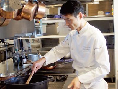8割が予約のお客様だから、じっくり調理に専念することができます。スキルアップには最高の環境ですよ◎