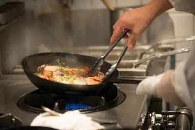 調理全般から、衛生管理、メニュー開発もおまかせします。料理長へキャリアアップも夢ではない環境です!