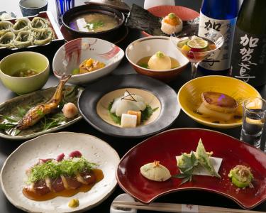 料理は旬の食材を使用した創作料理を提供しています。