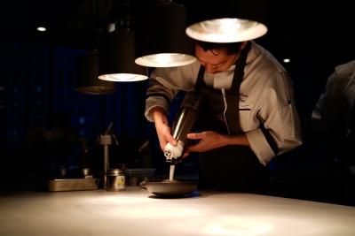 ミシュランで一つ星を獲得したシェフがメニュー監修。料理人として多くのことを学べる職場です!
