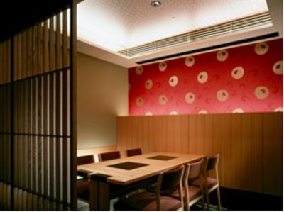 全国で100店舗超を展開する日本料理店で、将来の接客長を募集します。