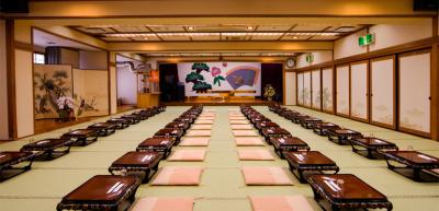 当社が展開する和食店の広々とした宴会場。