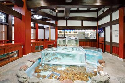 福岡市内にあるかに料理専門店で、和装ホールスタッフ!日本全国に支店がある名店です。