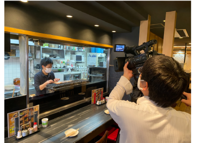 こちらは、TV取材を受けた時の写真です。様々なメディアを通してブランディングにも力を入れています。