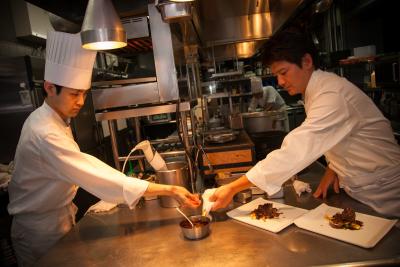 カレッタ汐留46階にある、天空のフレンチレストランでキッチンスタッフとしてご活躍ください!