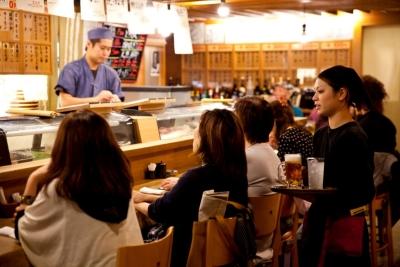 和食専門店、イタリアンバル、回転すし店、計4店舗で調理スタッフを募集します。