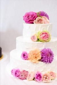 新郎新婦の想いをカタチにするウェディングケーキづくりに取り組みませんか。