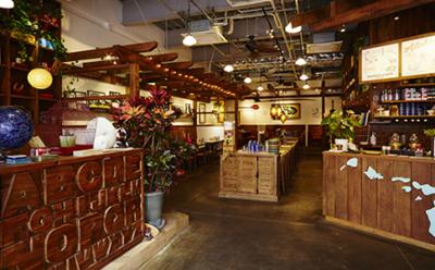 コンセプトは「サーファーが集まる食堂」ハワイアンな居心地の良いカフェです