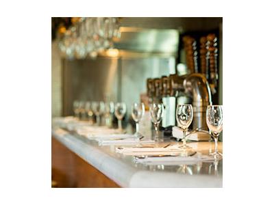 テーブル席・カウンター席・テラス席があります。お客様が快適に過ごせる空間を一緒に創っていきましょう!