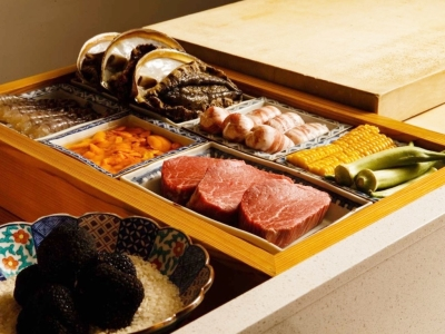 予約がなかなか取れない人気店で、高級食材の扱い方や技術、知識を学べます