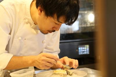 東京・神奈川に展開するビストロと和食店で、キッチンスタッフを募集します。
