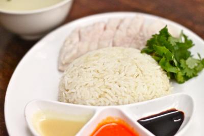 麻布十番、恵比寿、表参道で展開中。本場のシンガポール料理が楽しめるお店で、サービス経験を活かそう!