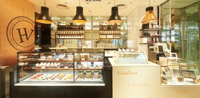2010年パリで誕生したチョコレートのお店★ショコラやマカロンなどのスイーツをお客様にご紹介!