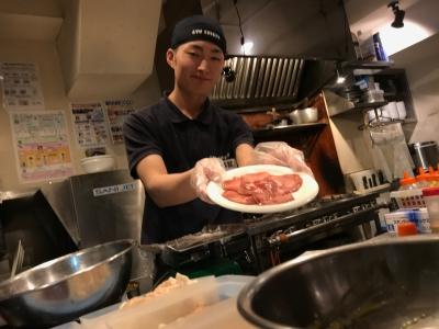 全国で160店舗以上を展開する「元気七輪焼肉 牛繁」で、キャリアップをめざそう!お休みは月8日です◎