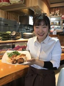 """お料理で、人を喜ばせるのが好きな方、大歓迎☆まかないで、スタッフが作る""""鶏からタルタル""""が絶品です♪"""