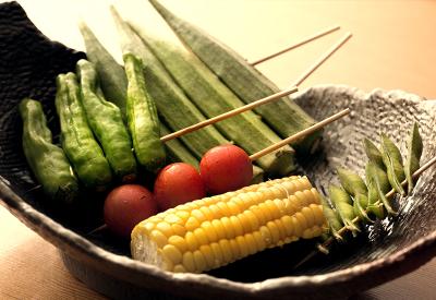焼鳥や鶏料理とともに、四季折々の旬のお野菜をお楽しみいただいています。