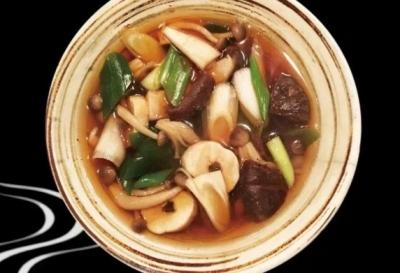 国産のそば粉や天然だしなどを使った、安心して食べられる料理を提供しています。