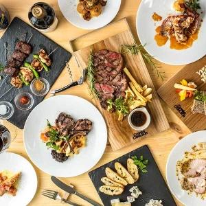 フランスワインと一緒に気軽に楽しめる前菜や、肉料理などの一品料理。