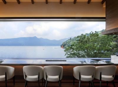夜の芦ノ湖は、昼とはまた違った表情が見られますよ