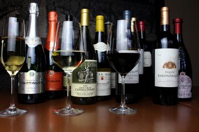 世界各国から1600種類もの、厳選ワインを取り揃えています。