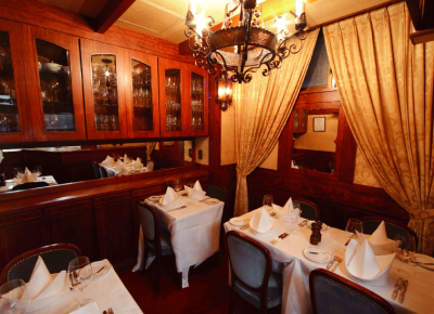席数18席の老舗高級ステーキ店!ソムリエ経験を活かし、特別な日の料理提供・ワイン提供をお願いします。
