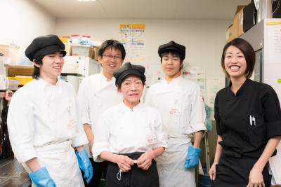 京都で人気のステーキハウスで楽しく活躍!オープニングスタッフも募集します