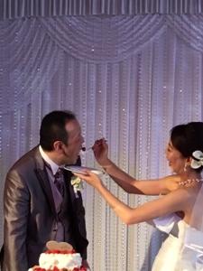 当社で活躍するスタッフの多くが既婚者。結婚式では盛大にお祝いしています。