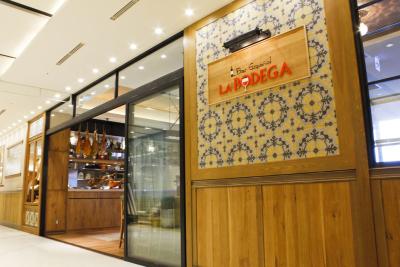日本各地に5ジャンル19店舗を展開し、今年も続々新店オープンを予定している成長企業で、スタッフ募集!