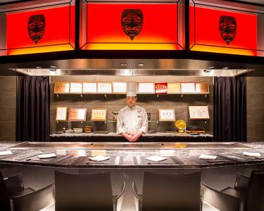 鉄板焼きのシェフとして、最高の「神戸牛」でお客様をおもてなし