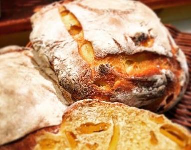OPENから8年目を迎えました。自家製にこだわったパン屋です。