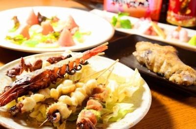リーズナブルな串焼ほか、和洋のジャンルを超えた一品料理も豊富です!