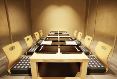 食事会やビジネスの商談、祝い事など、多彩なシチュエーションでご利用いただいています。