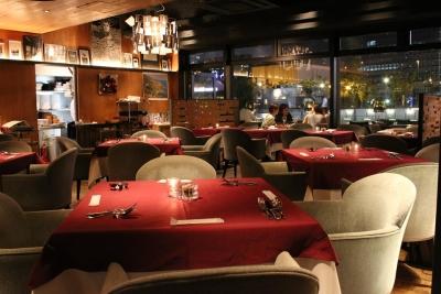 大阪・北浜で展開するイタリアンレストランにて、サービスマネージャーとしてご活躍を。