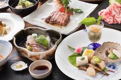 地元の食材をふんだんに使った懐石を提供しています。魚からお肉・山菜など幅広い食材の知識がつきますよ。