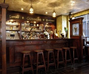 アイルランド大使館の方や数多くの有名芸能人もお忍びで訪れるバーでアルバイトしませんか♪
