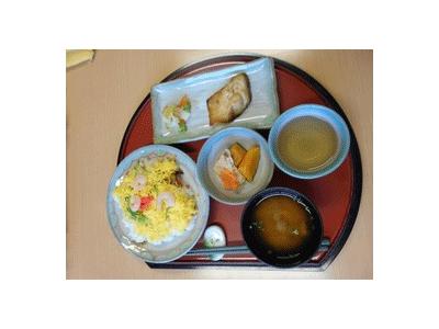 利用者さまの身体状況に合わせた食事を提供しています