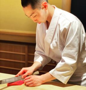 【表参道】6月にオープンした江戸前鮨店に、見習いとして入社できるまたとないチャンスです!