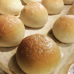 カジュアルなビストロスタイルでありながら、パンは自家製で食材にもこだわりあり。