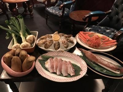 お客さまにメイン食材を見ていただき、どんな料理にするかを決定します!