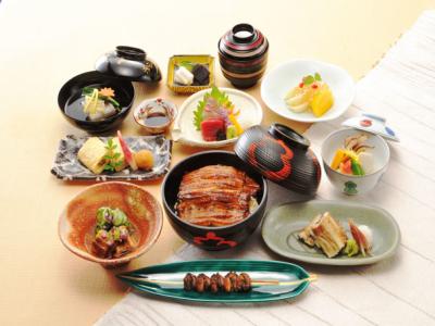 伝統と格式を誇る大阪屈指の有名ホテル内にある老舗日本料理店でホールスタッフとして活躍を!