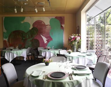 フレンチの巨匠として有名なオーナーシェフの一軒家レストランで、ソムリエを募集