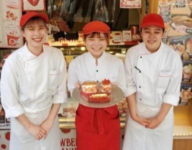いちご・栗・お芋をテーマに、新作スイーツを続々生み出す話題のスイーツショップでパティシエを募集。